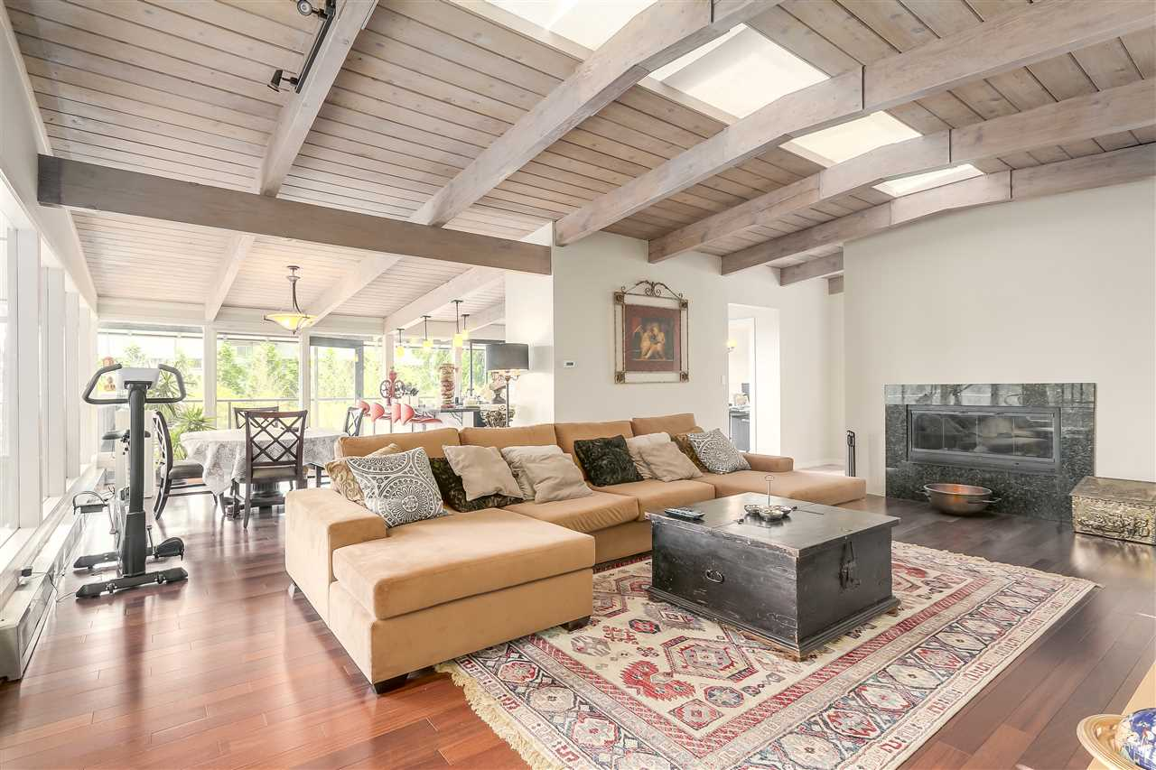 Detached at 4176 ROSE CRESCENT, West Vancouver, British Columbia. Image 2