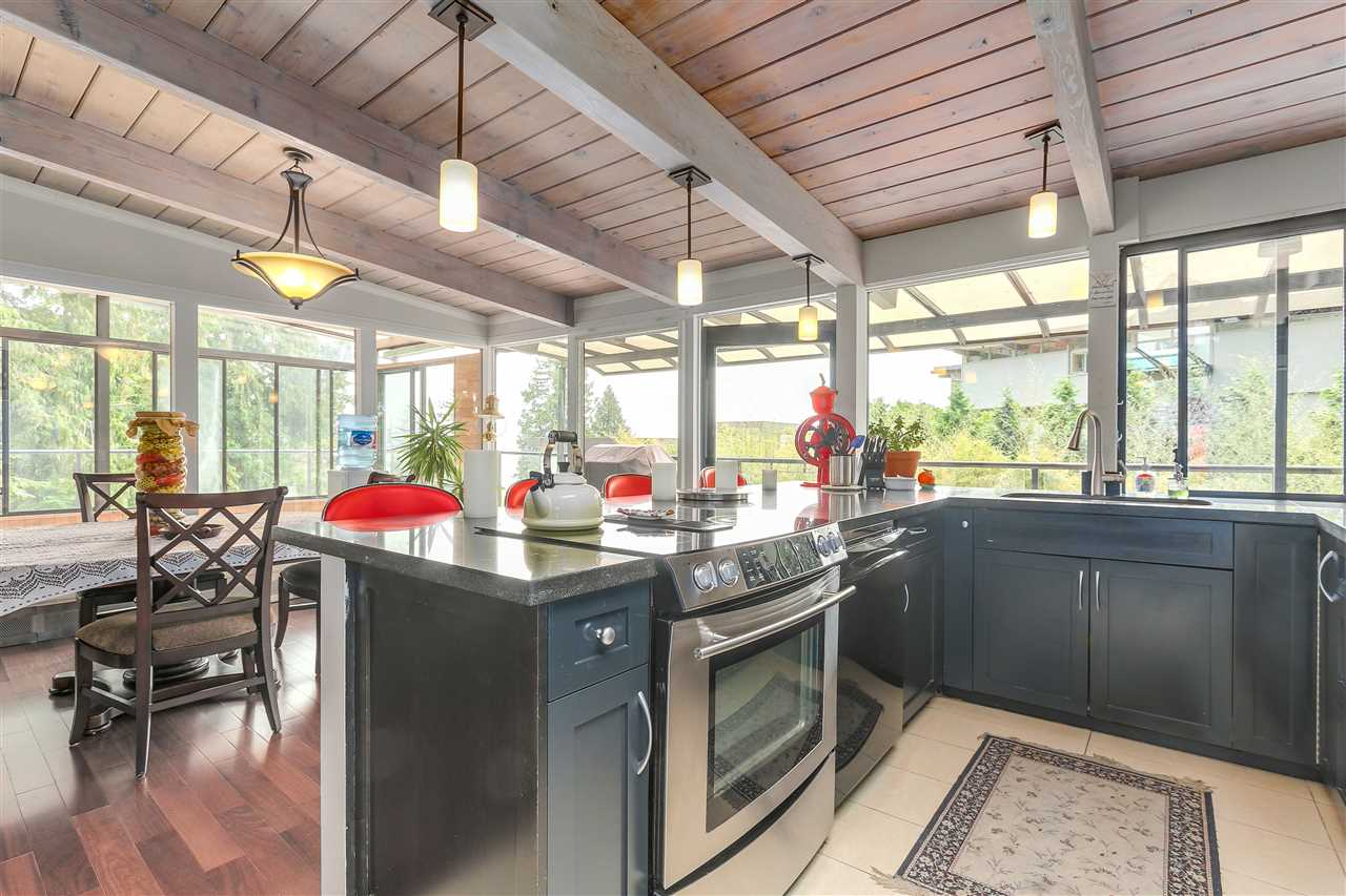 Detached at 4176 ROSE CRESCENT, West Vancouver, British Columbia. Image 8