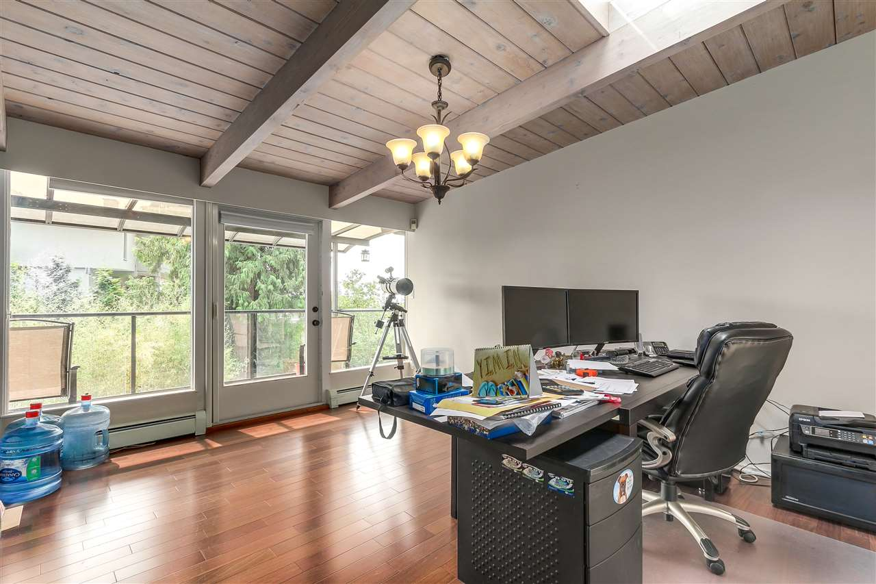 Detached at 4176 ROSE CRESCENT, West Vancouver, British Columbia. Image 10