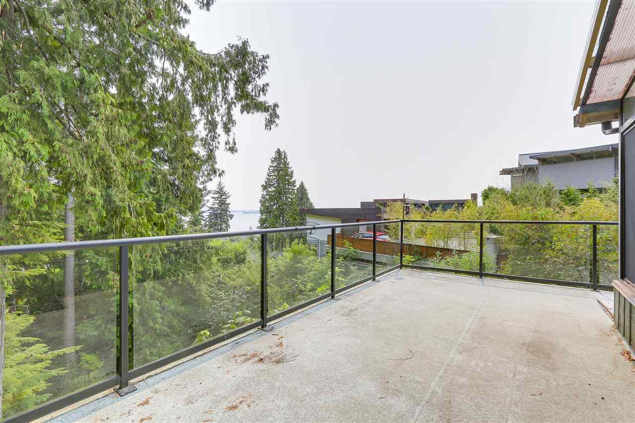 Detached at 4176 ROSE CRESCENT, West Vancouver, British Columbia. Image 14