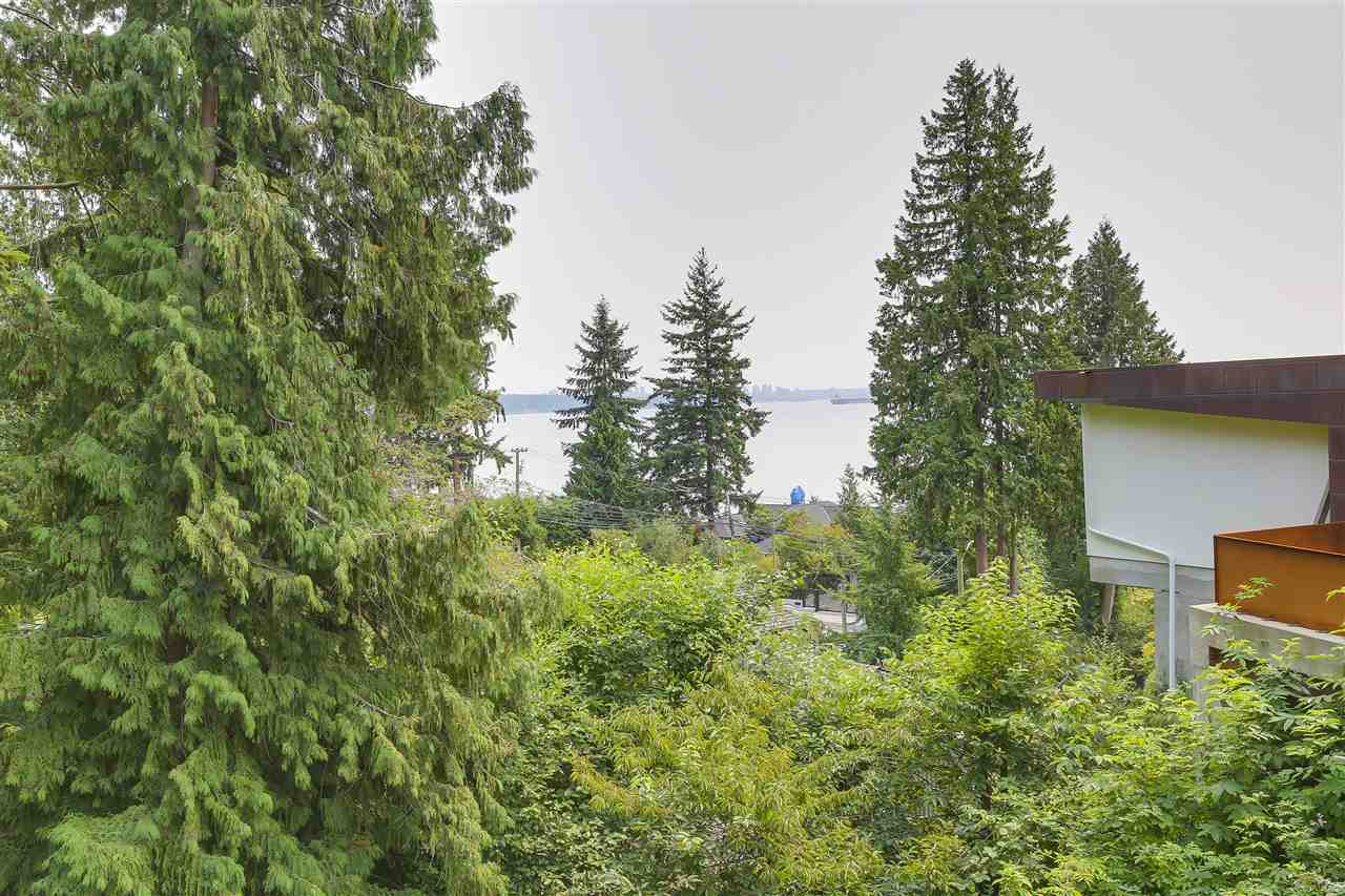 Detached at 4176 ROSE CRESCENT, West Vancouver, British Columbia. Image 16
