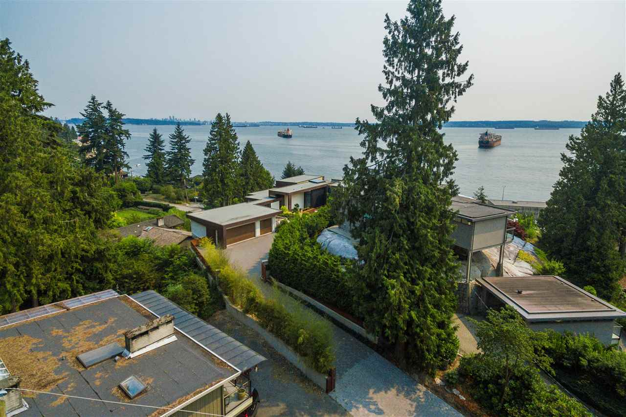 Detached at 4176 ROSE CRESCENT, West Vancouver, British Columbia. Image 17