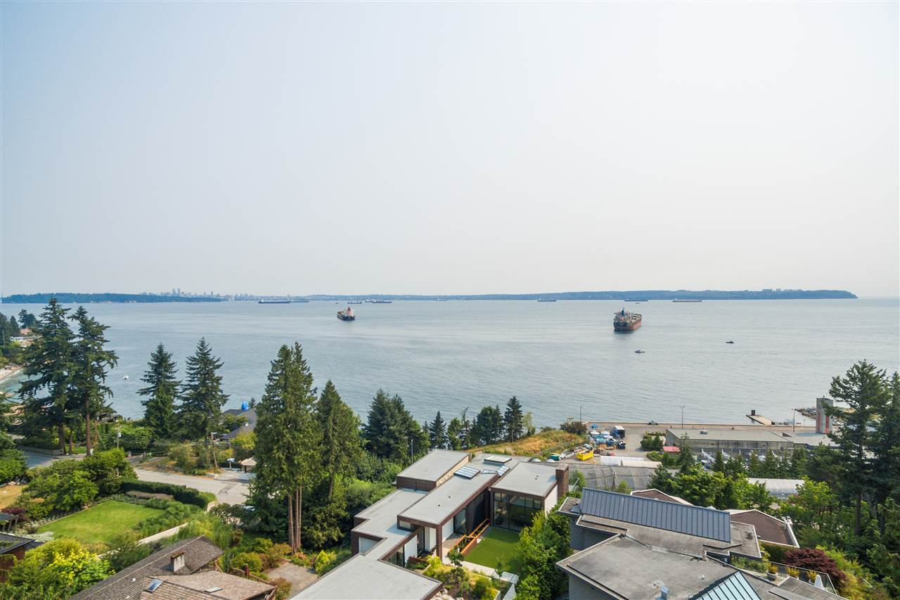 Detached at 4176 ROSE CRESCENT, West Vancouver, British Columbia. Image 19