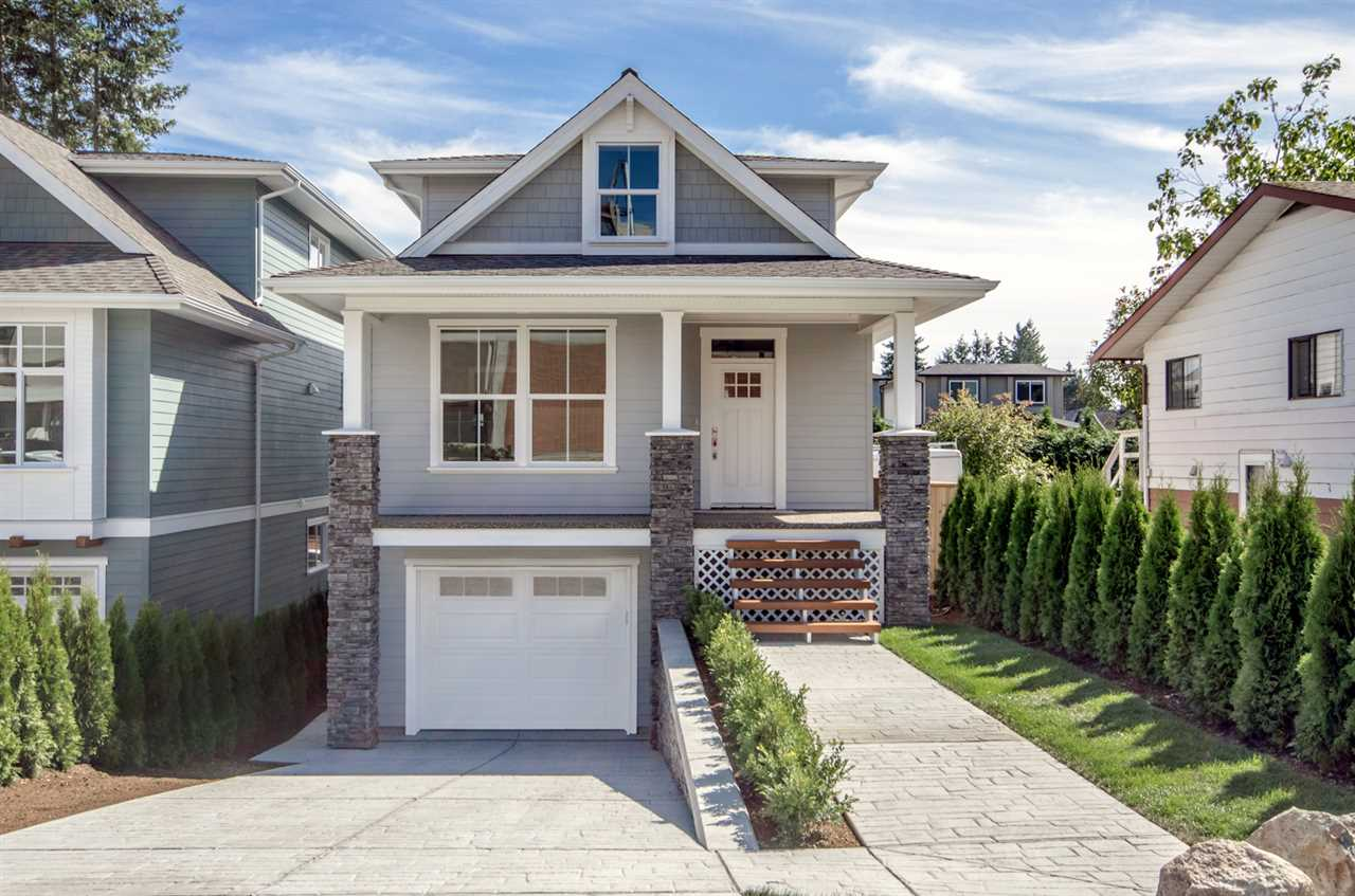 Detached at 15518 RUSSELL AVENUE, South Surrey White Rock, British Columbia. Image 1