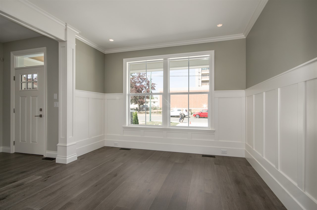 Detached at 15518 RUSSELL AVENUE, South Surrey White Rock, British Columbia. Image 2
