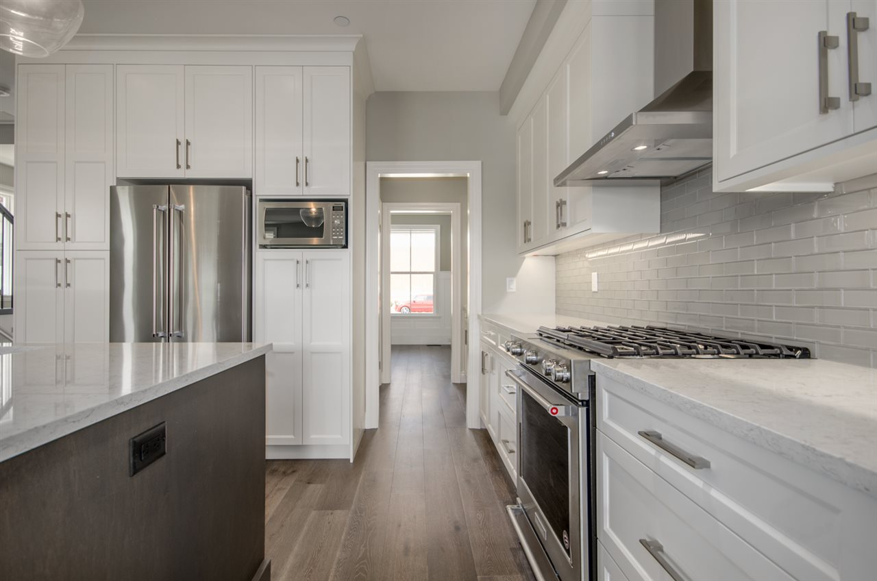 Detached at 15518 RUSSELL AVENUE, South Surrey White Rock, British Columbia. Image 4