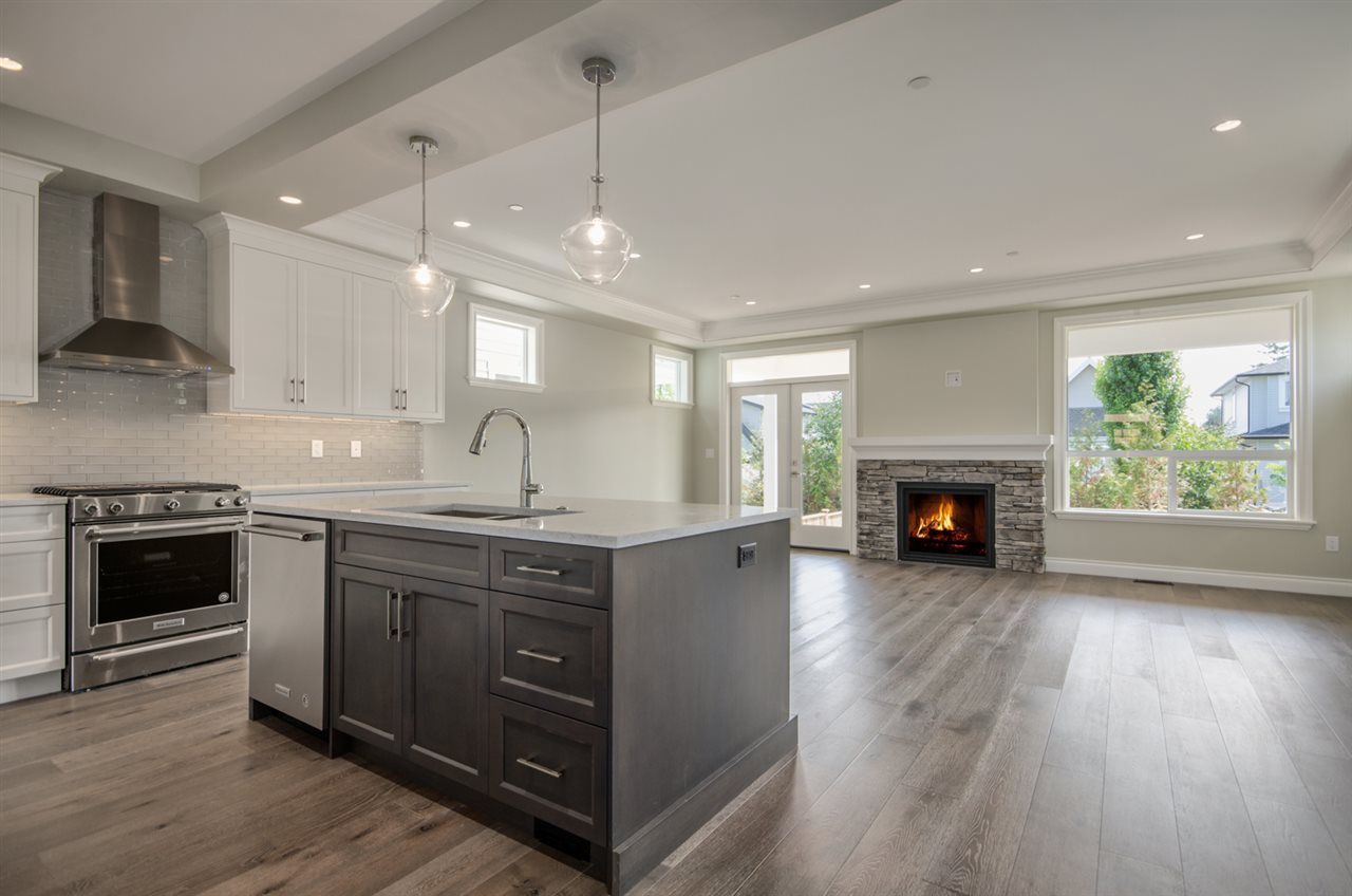 Detached at 15518 RUSSELL AVENUE, South Surrey White Rock, British Columbia. Image 5