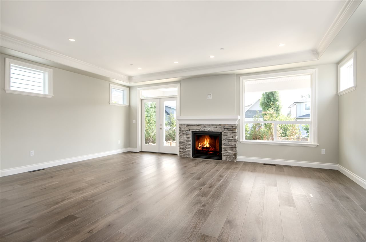 Detached at 15518 RUSSELL AVENUE, South Surrey White Rock, British Columbia. Image 9