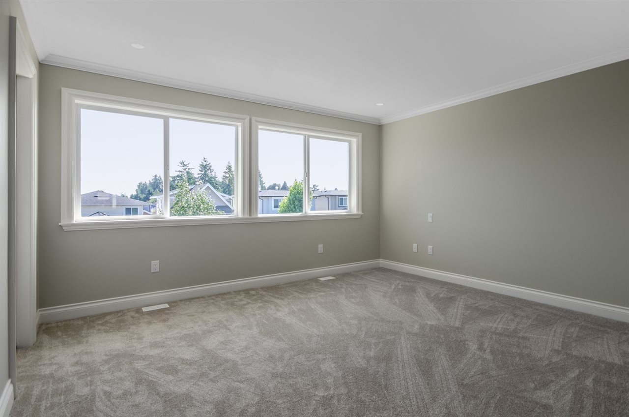 Detached at 15518 RUSSELL AVENUE, South Surrey White Rock, British Columbia. Image 10