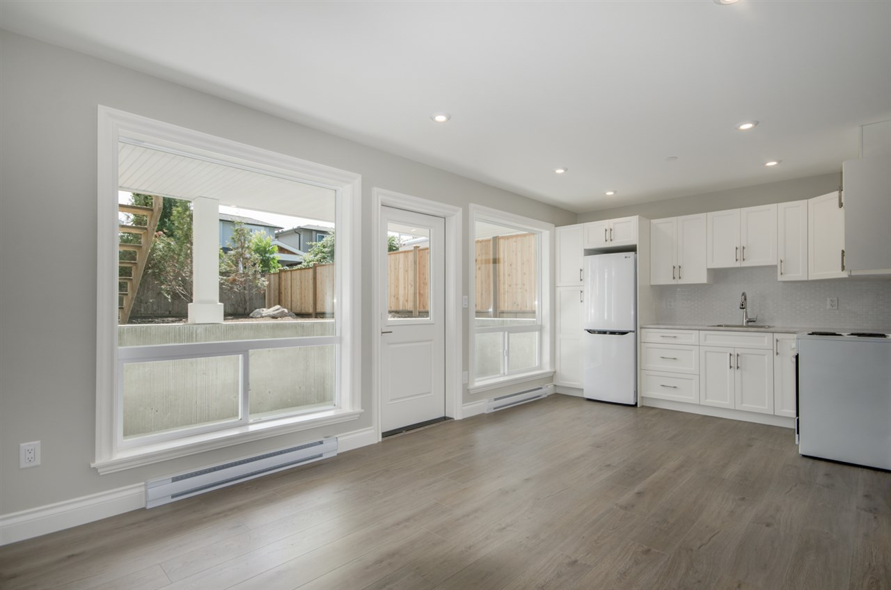 Detached at 15518 RUSSELL AVENUE, South Surrey White Rock, British Columbia. Image 12