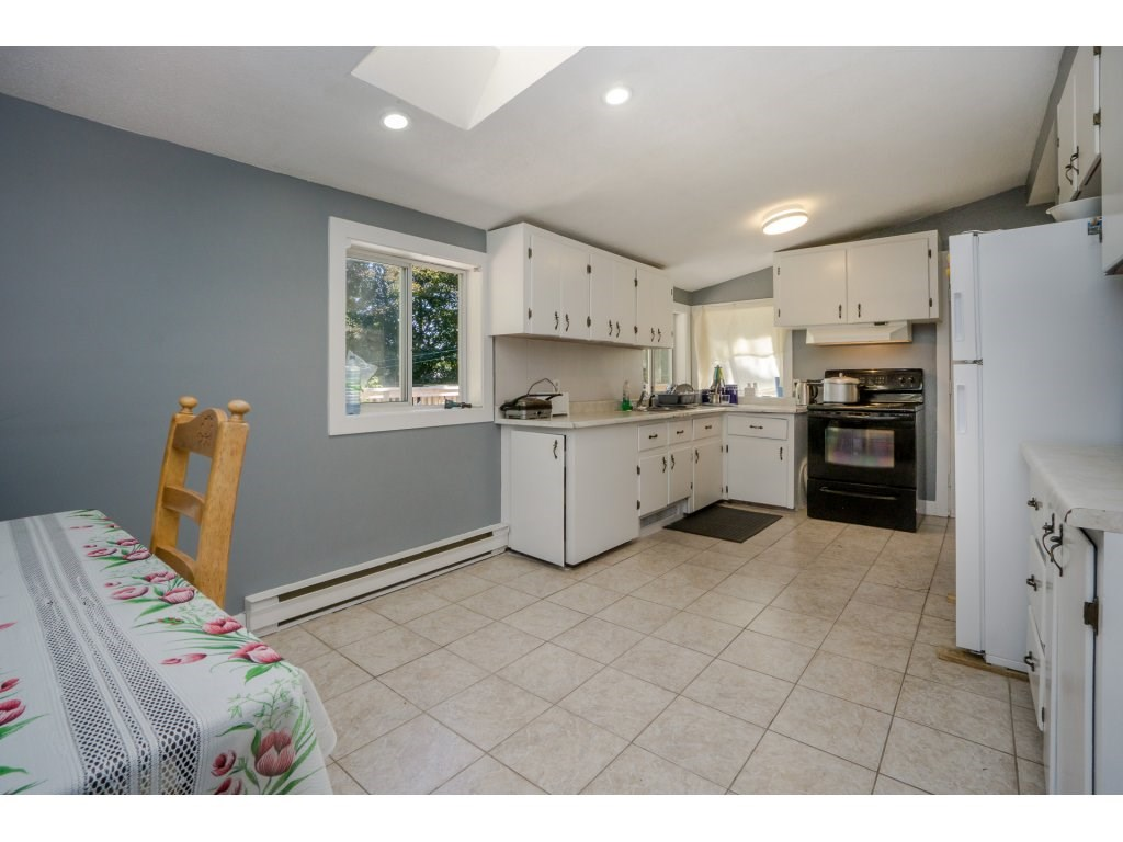 Detached at 14279 MELROSE DRIVE, North Surrey, British Columbia. Image 6
