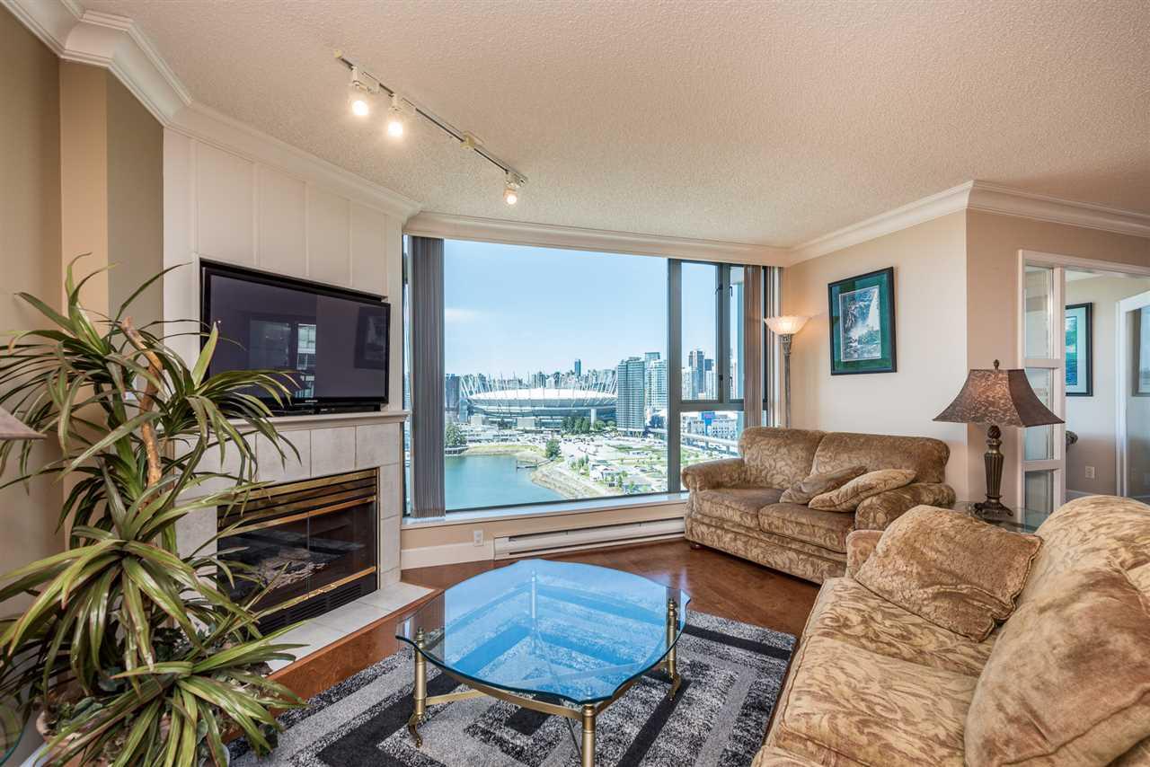Condo Apartment at 2105 1128 QUEBEC STREET, Unit 2105, Vancouver East, British Columbia. Image 3