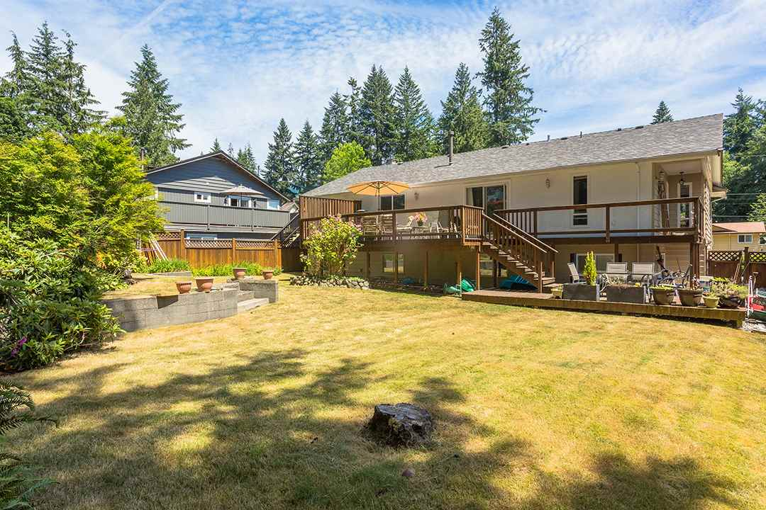 Detached at 2528 BRONTE DRIVE, North Vancouver, British Columbia. Image 19