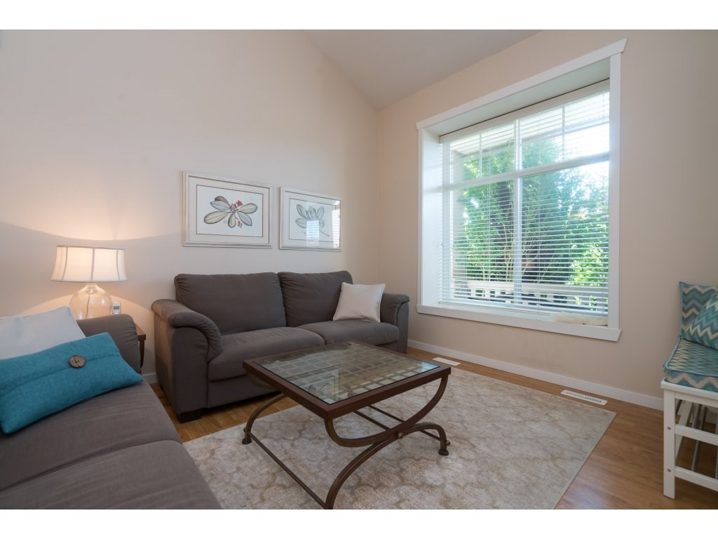 Detached at 20639 66 AVENUE, Langley, British Columbia. Image 3