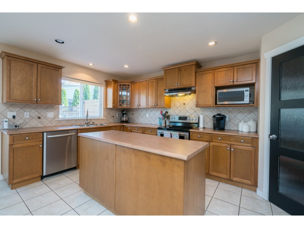 Detached at 20639 66 AVENUE, Langley, British Columbia. Image 6