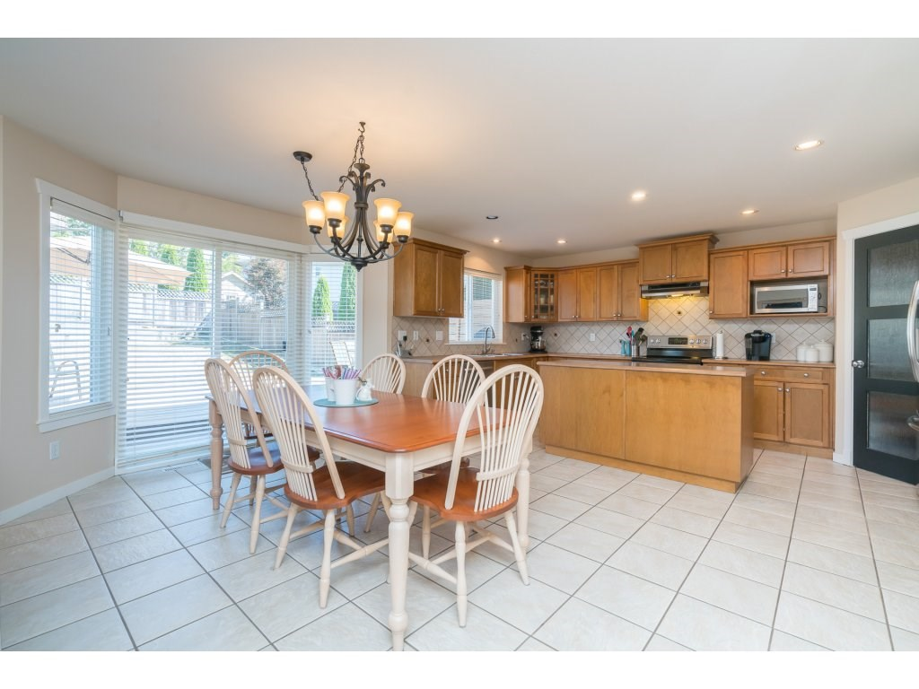 Detached at 20639 66 AVENUE, Langley, British Columbia. Image 9