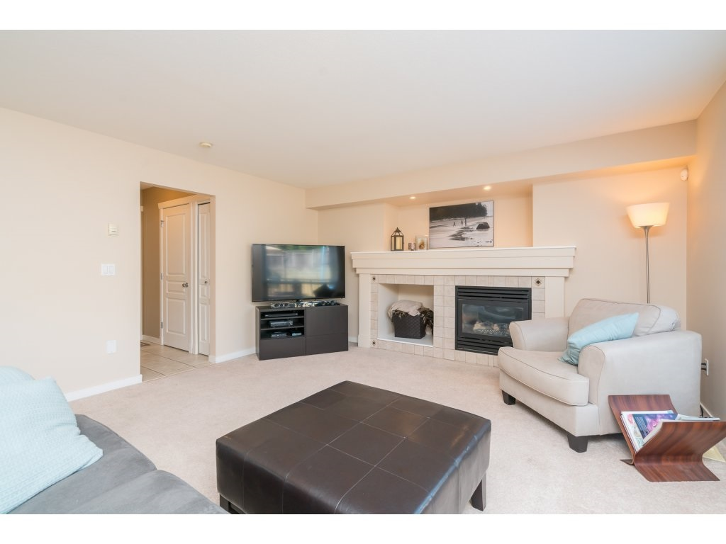 Detached at 20639 66 AVENUE, Langley, British Columbia. Image 11