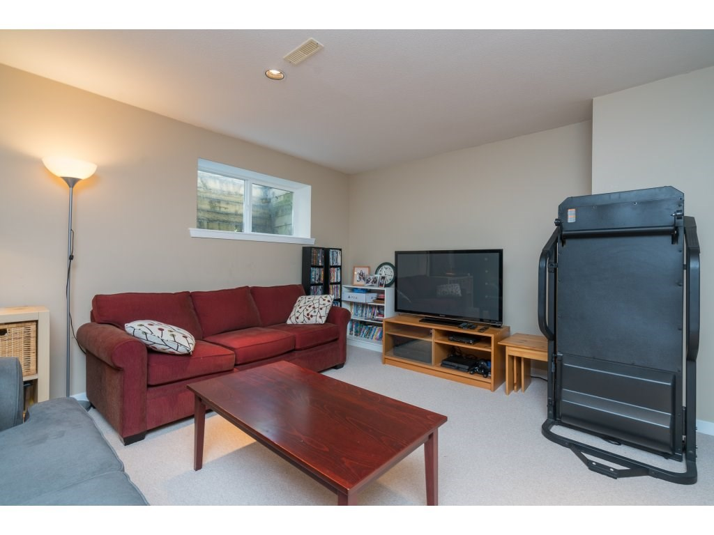 Detached at 20639 66 AVENUE, Langley, British Columbia. Image 18