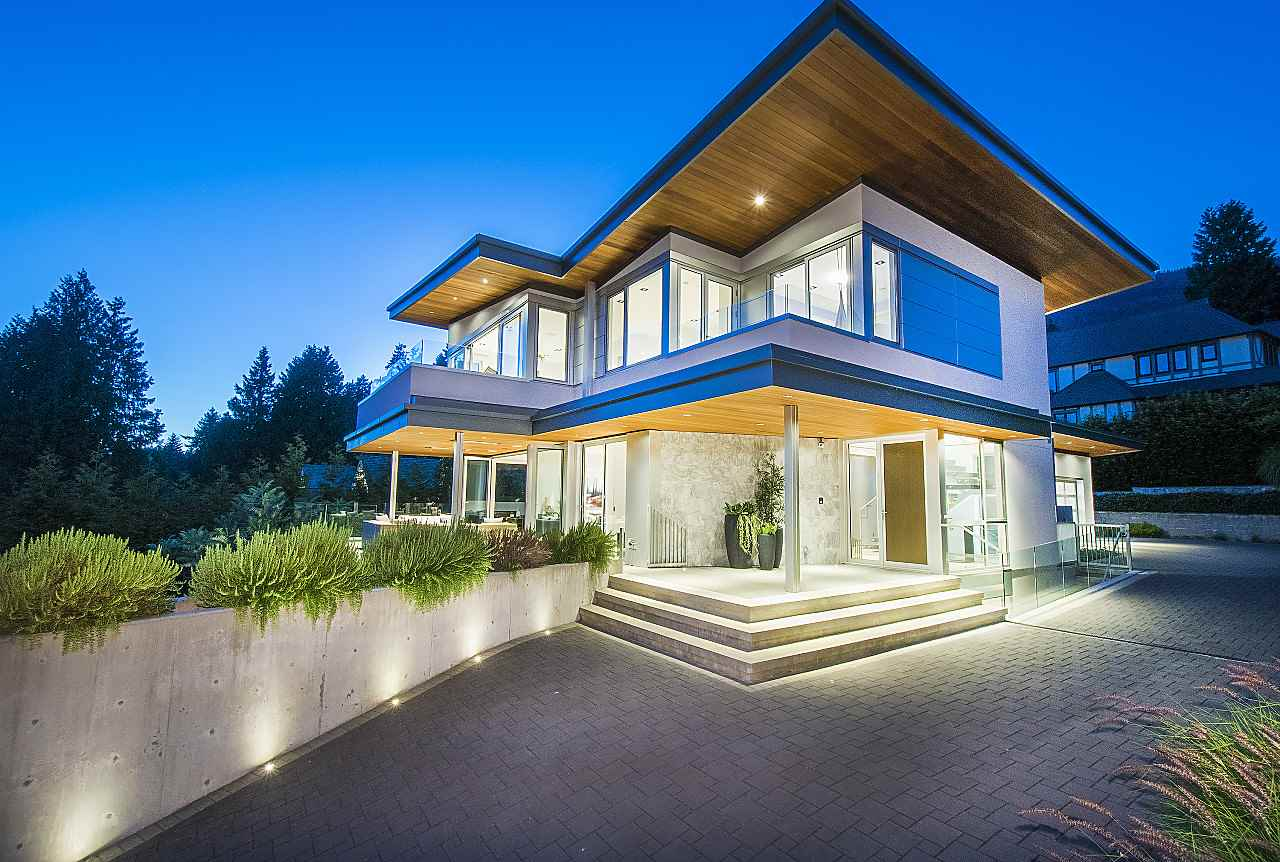 Detached at 3023 MATHERS AVENUE, West Vancouver, British Columbia. Image 2