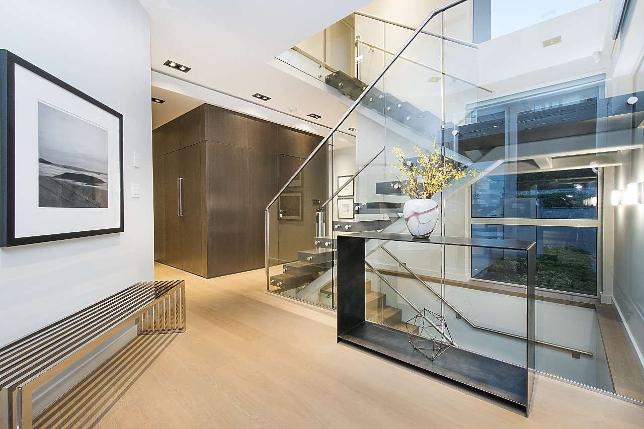 Detached at 3023 MATHERS AVENUE, West Vancouver, British Columbia. Image 3
