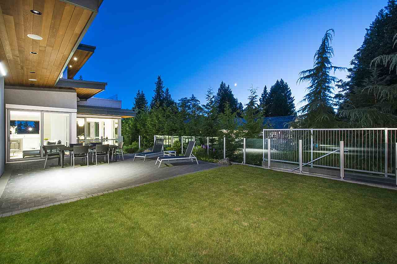 Detached at 3023 MATHERS AVENUE, West Vancouver, British Columbia. Image 20