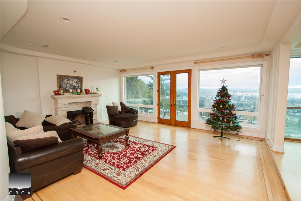 Detached at 888 SENTINEL DRIVE, West Vancouver, British Columbia. Image 3