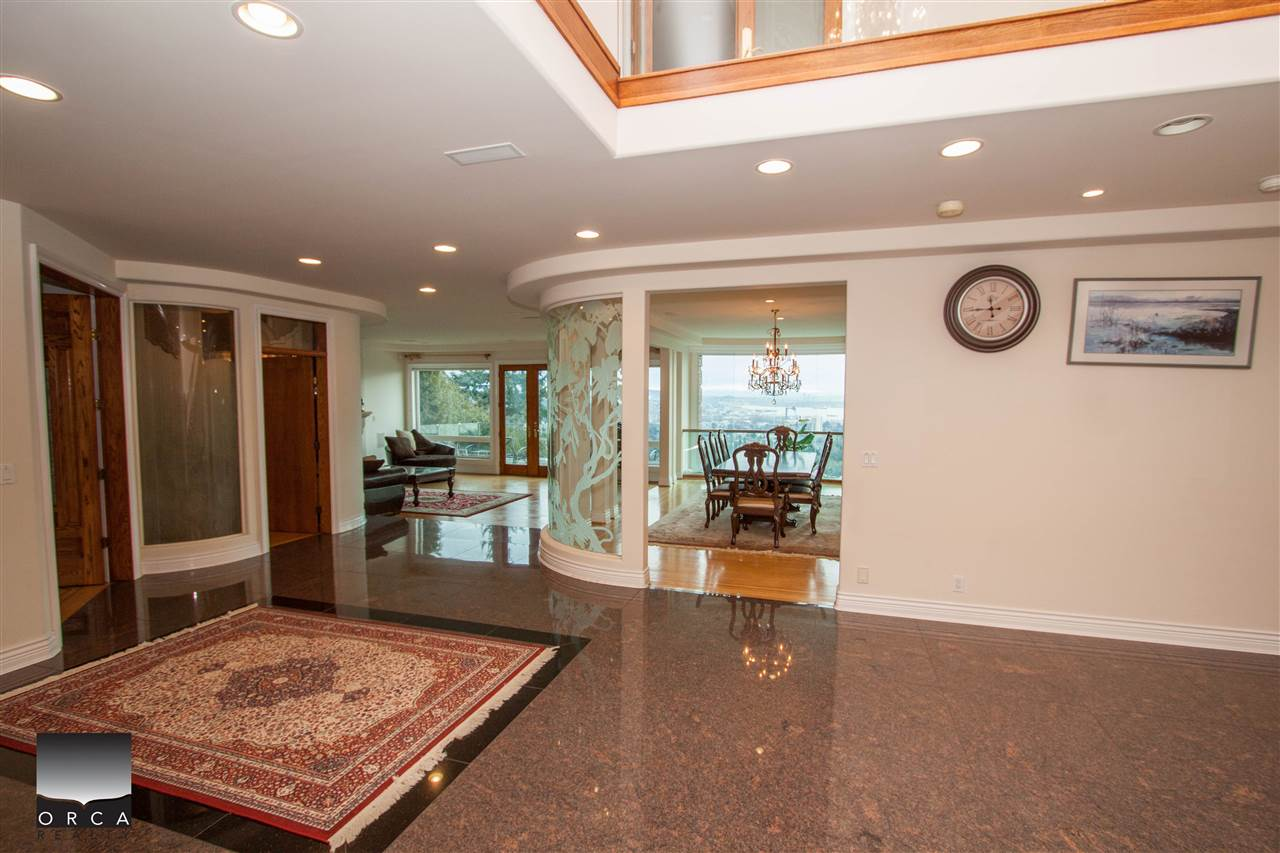 Detached at 888 SENTINEL DRIVE, West Vancouver, British Columbia. Image 5