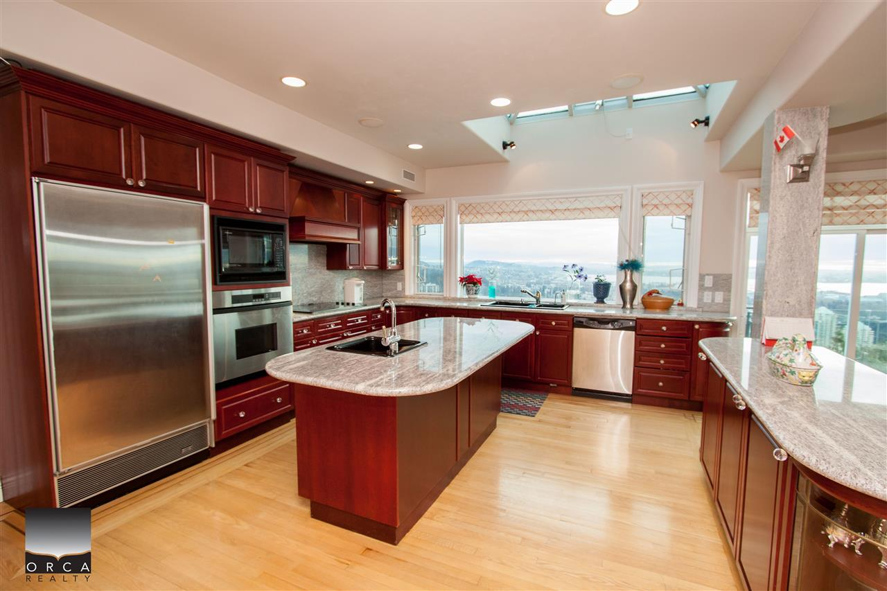 Detached at 888 SENTINEL DRIVE, West Vancouver, British Columbia. Image 6