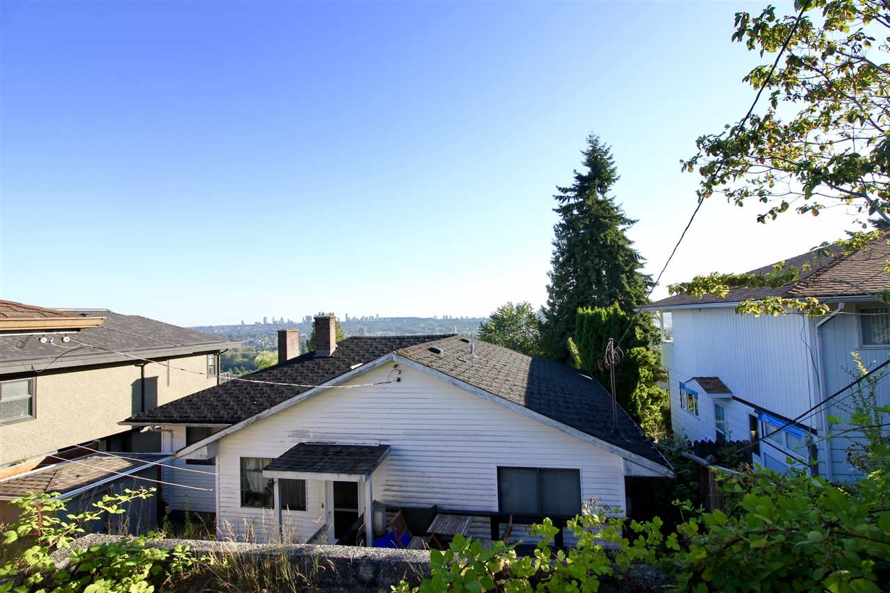 Detached at 5359 EMPIRE DRIVE, Burnaby North, British Columbia. Image 11
