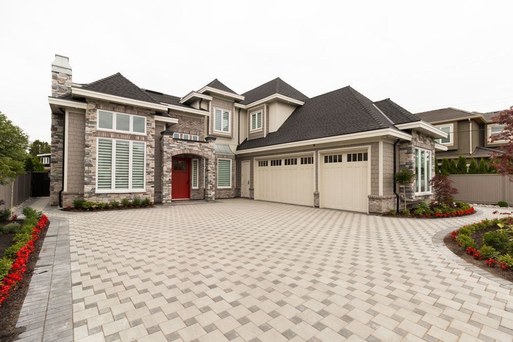 Detached at 8391 FAIRWAY ROAD, Richmond, British Columbia. Image 1
