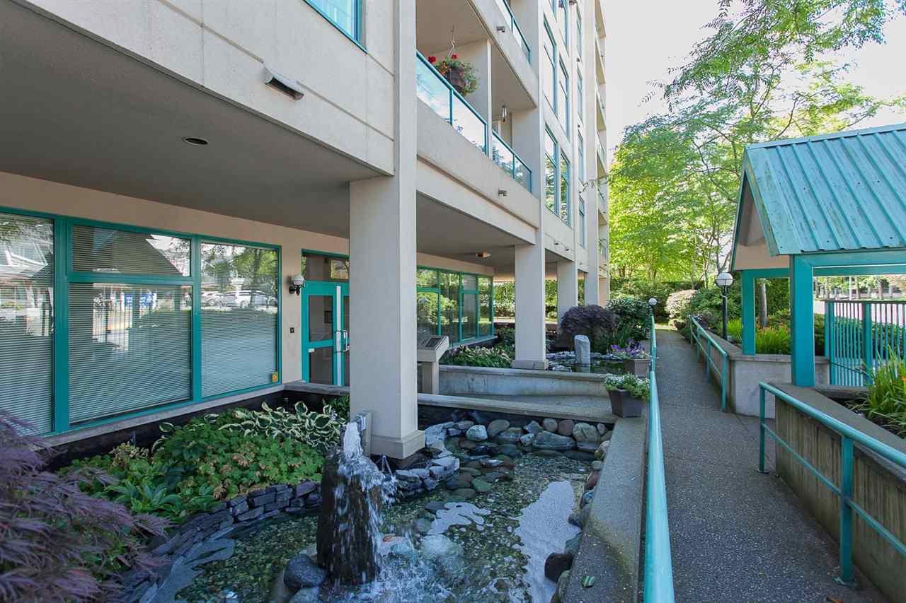 Condo Apartment at 402 15466 NORTH BLUFF ROAD, Unit 402, South Surrey White Rock, British Columbia. Image 3