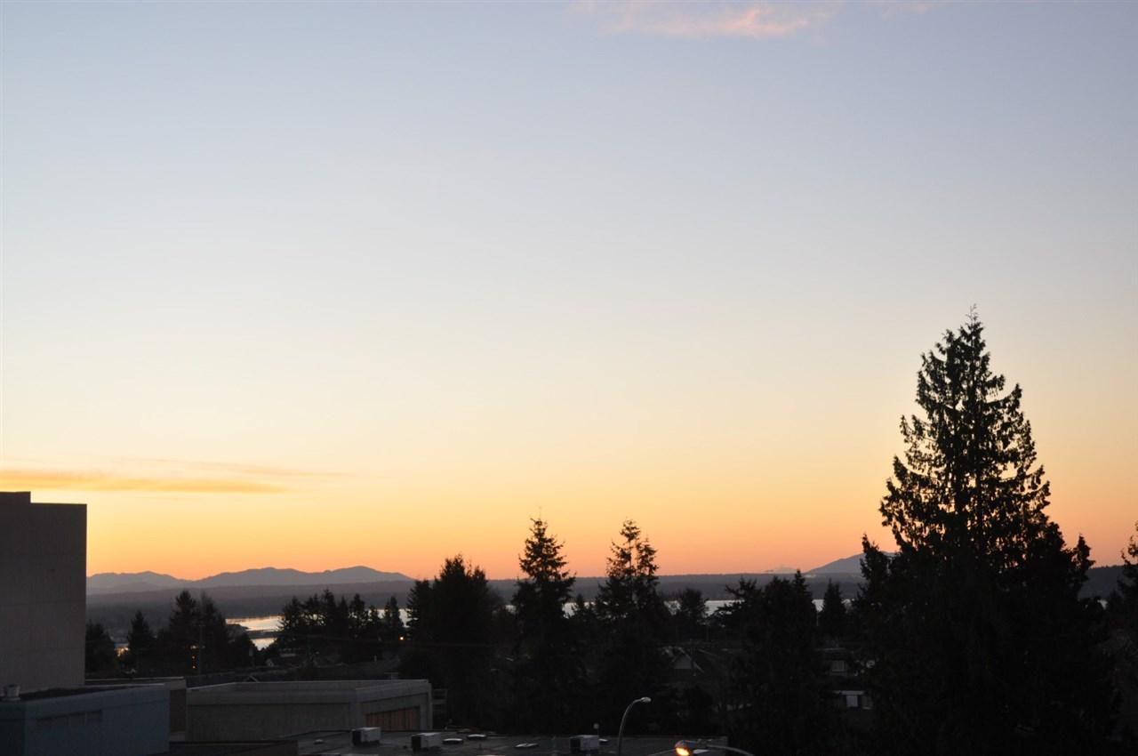 Condo Apartment at 402 15466 NORTH BLUFF ROAD, Unit 402, South Surrey White Rock, British Columbia. Image 5