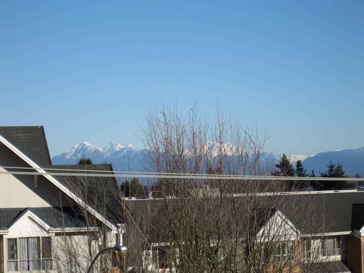 Condo Apartment at 402 15466 NORTH BLUFF ROAD, Unit 402, South Surrey White Rock, British Columbia. Image 6