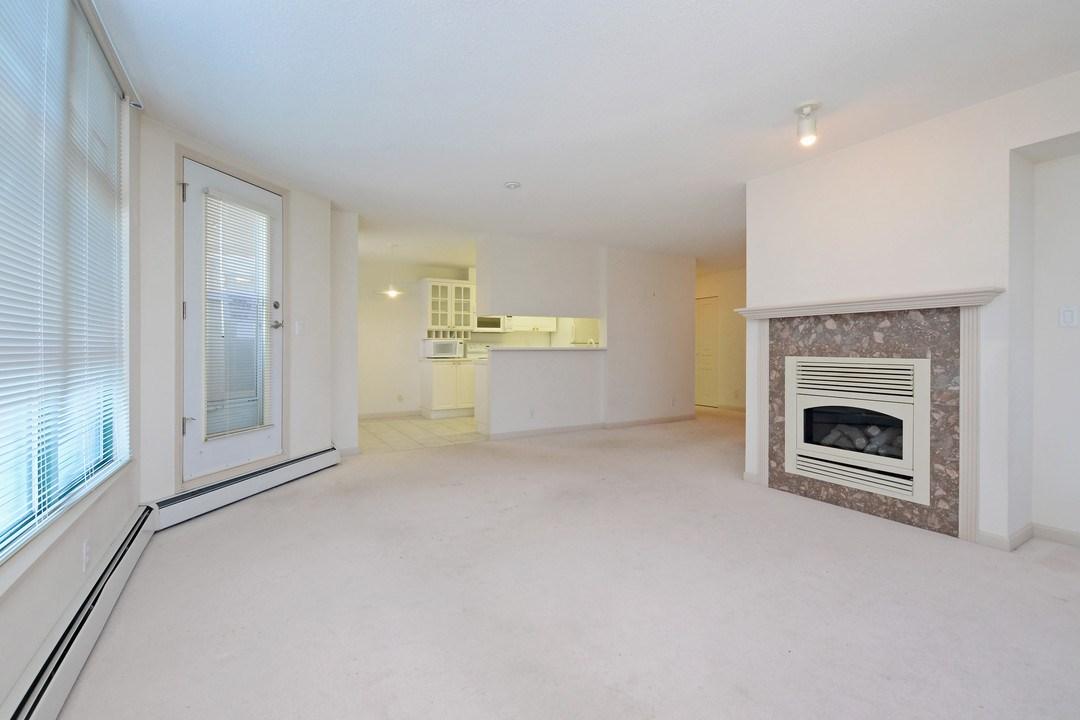 Condo Apartment at 402 15466 NORTH BLUFF ROAD, Unit 402, South Surrey White Rock, British Columbia. Image 9