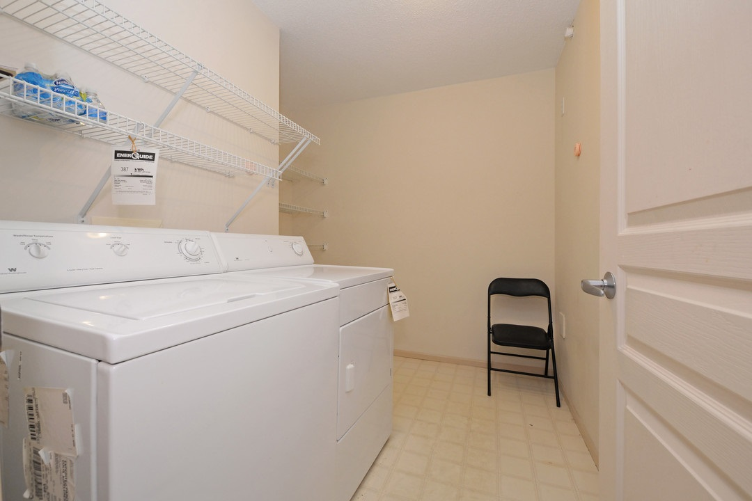 Condo Apartment at 402 15466 NORTH BLUFF ROAD, Unit 402, South Surrey White Rock, British Columbia. Image 18
