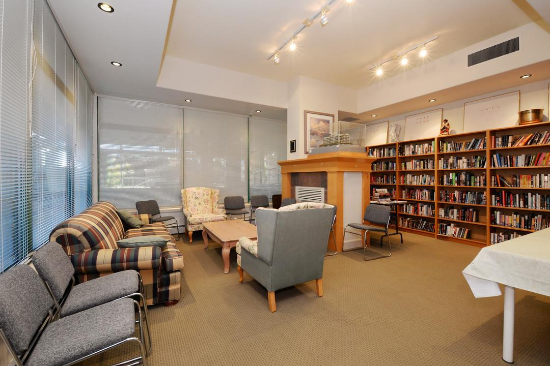 Condo Apartment at 402 15466 NORTH BLUFF ROAD, Unit 402, South Surrey White Rock, British Columbia. Image 20