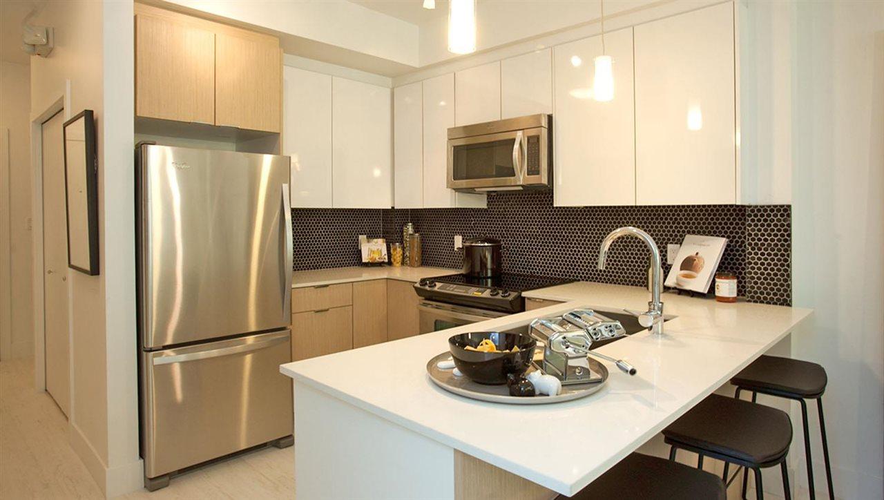 Condo Apartment at 303 19567 64 AVENUE, Unit 303, Cloverdale, British Columbia. Image 2