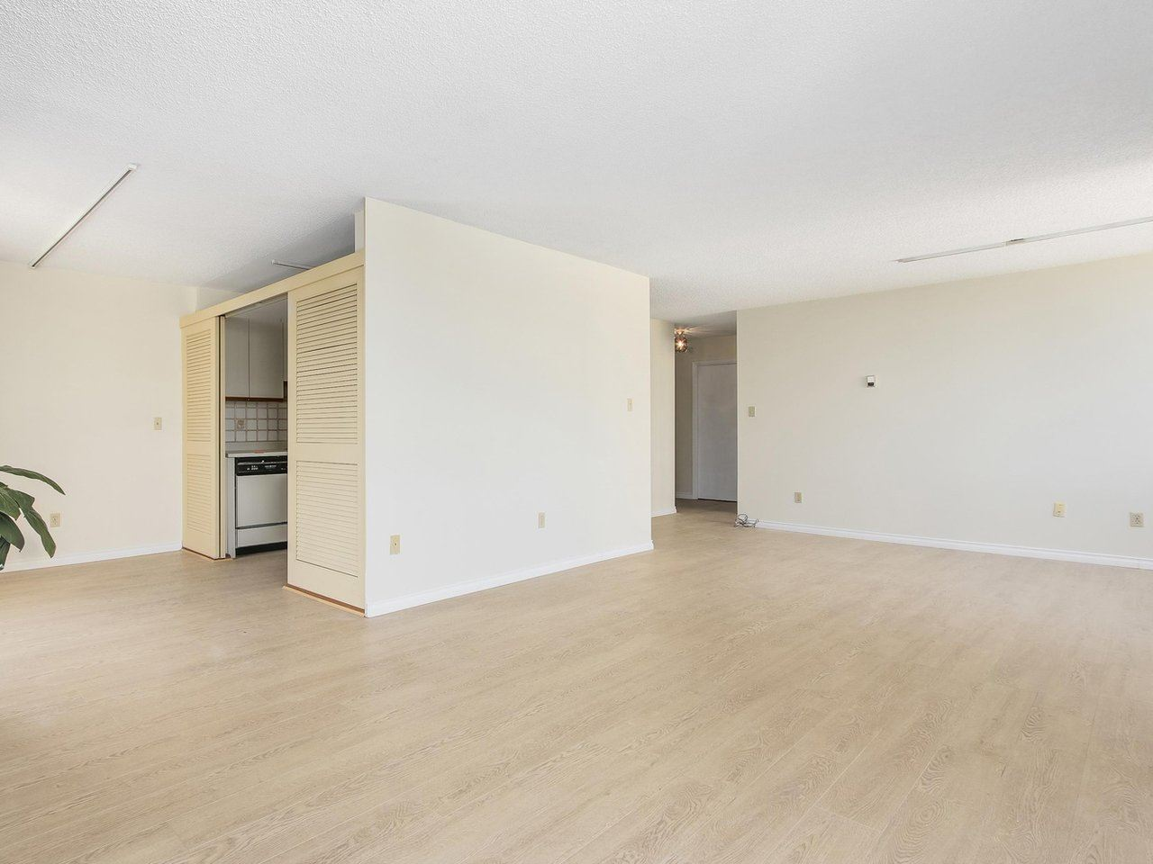 Condo Apartment at 1903 3737 BARTLETT COURT, Unit 1903, Burnaby North, British Columbia. Image 8
