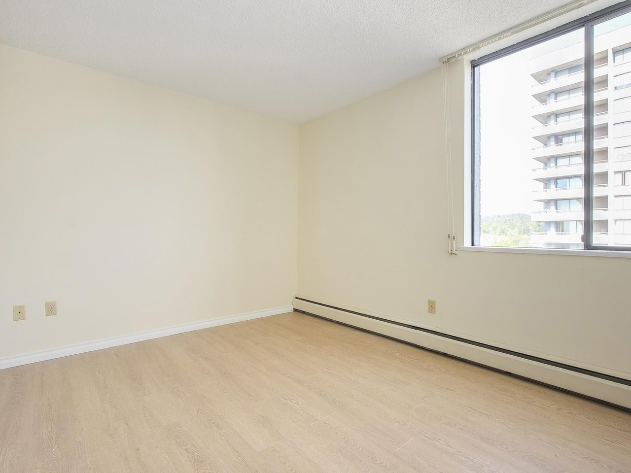 Condo Apartment at 1903 3737 BARTLETT COURT, Unit 1903, Burnaby North, British Columbia. Image 13