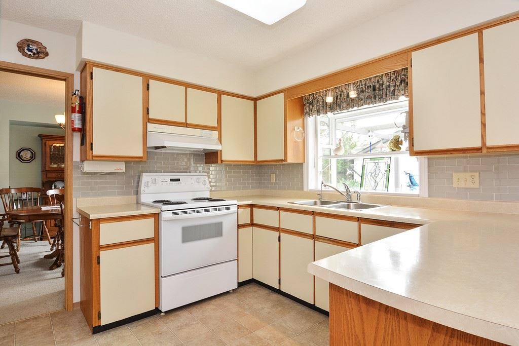Detached at 15448 19TH AVENUE, South Surrey White Rock, British Columbia. Image 5