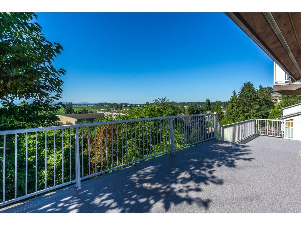 Detached at 35284 ROCKWELL DRIVE, Abbotsford, British Columbia. Image 2