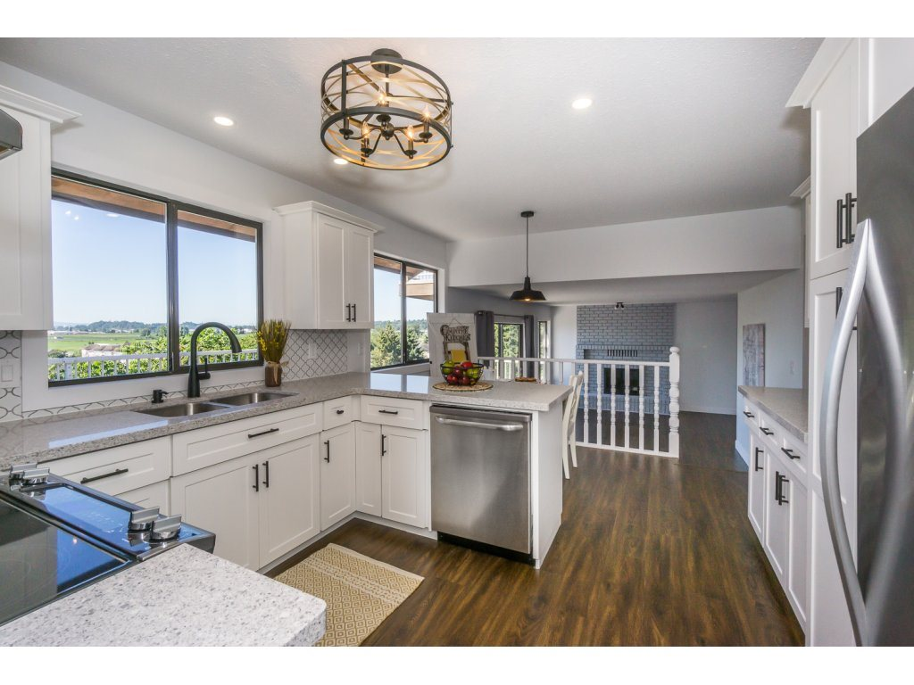 Detached at 35284 ROCKWELL DRIVE, Abbotsford, British Columbia. Image 6