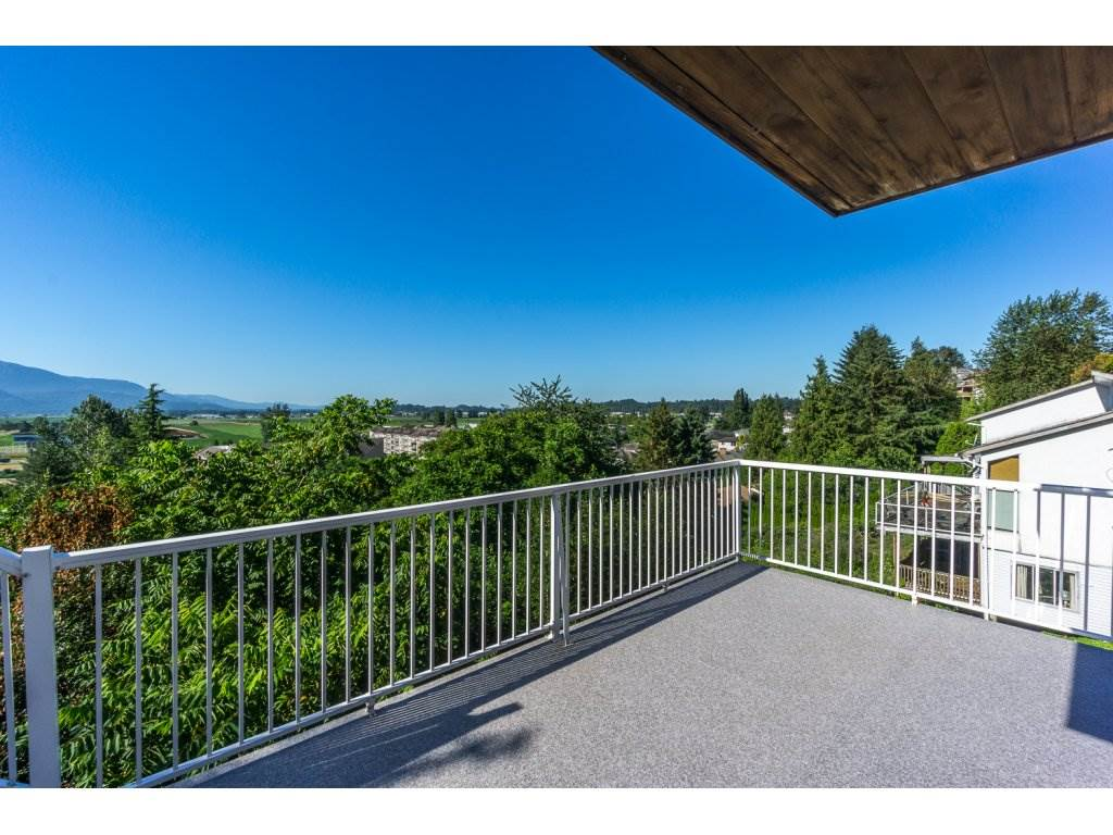 Detached at 35284 ROCKWELL DRIVE, Abbotsford, British Columbia. Image 18