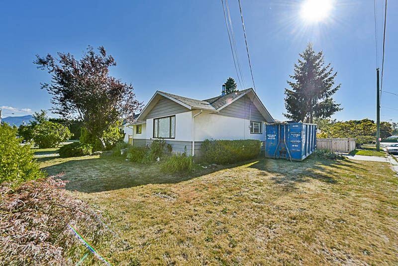 Detached at 9775 SIDNEY STREET, Chilliwack, British Columbia. Image 2
