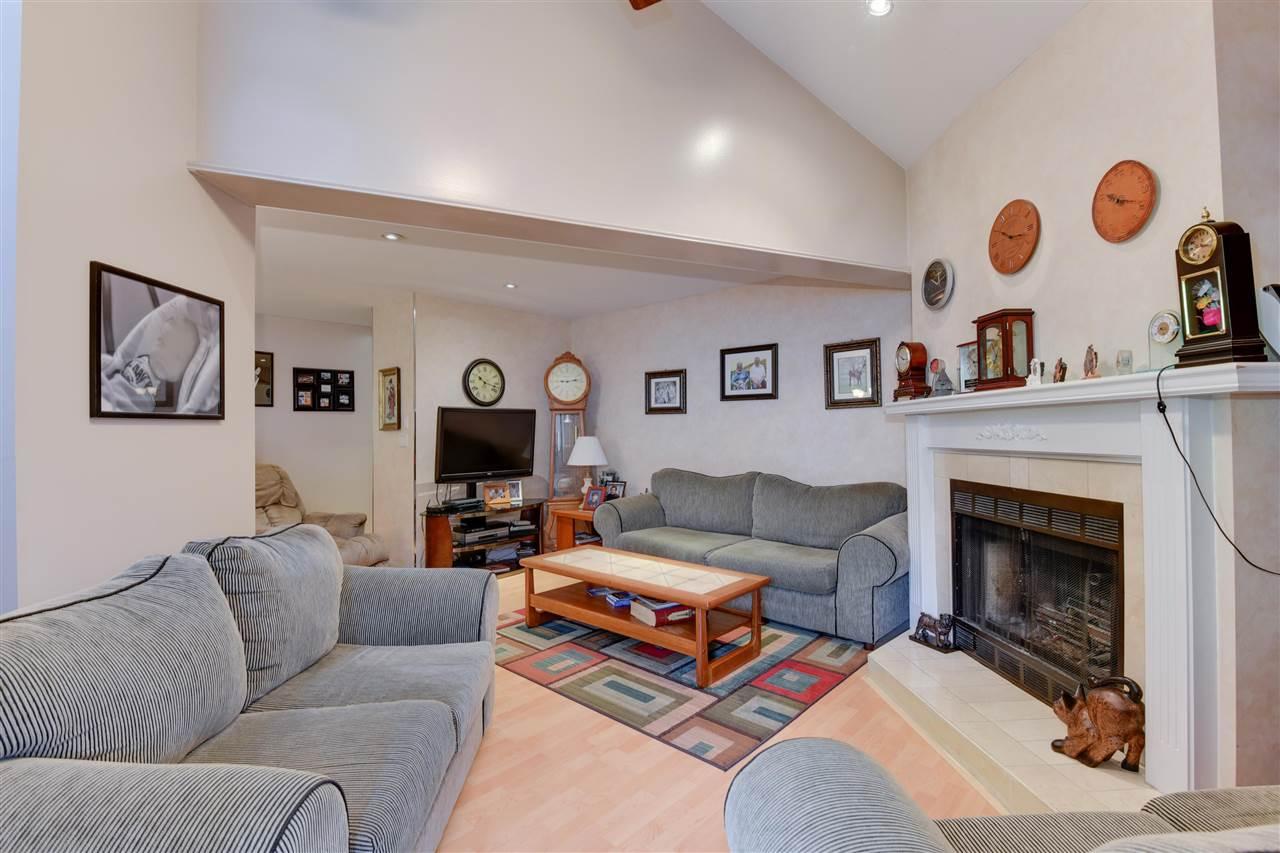 Townhouse at 203 13870 102 AVENUE, Unit 203, North Surrey, British Columbia. Image 4