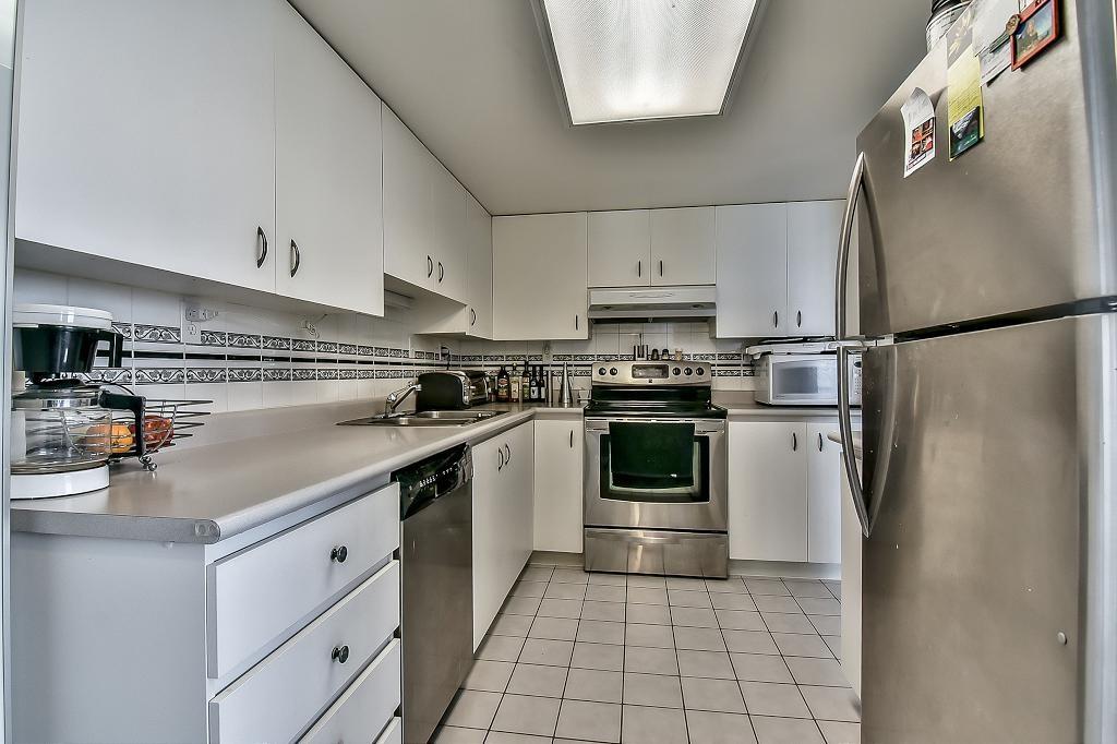 Condo Apartment at 2102 10082 148 STREET, Unit 2102, North Surrey, British Columbia. Image 4