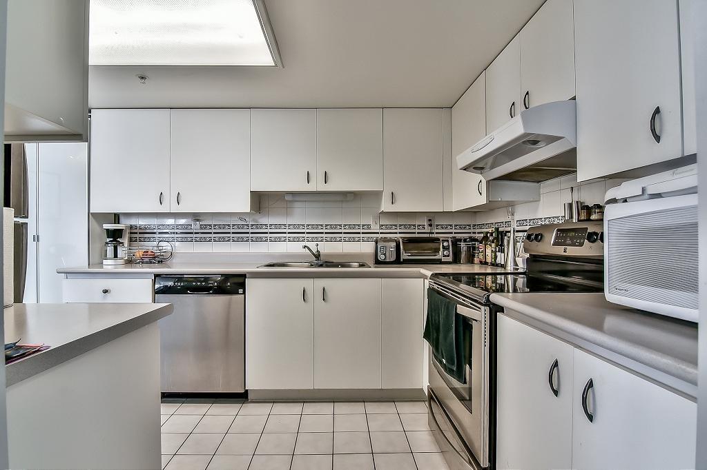 Condo Apartment at 2102 10082 148 STREET, Unit 2102, North Surrey, British Columbia. Image 5