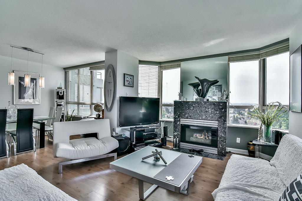 Condo Apartment at 2102 10082 148 STREET, Unit 2102, North Surrey, British Columbia. Image 6