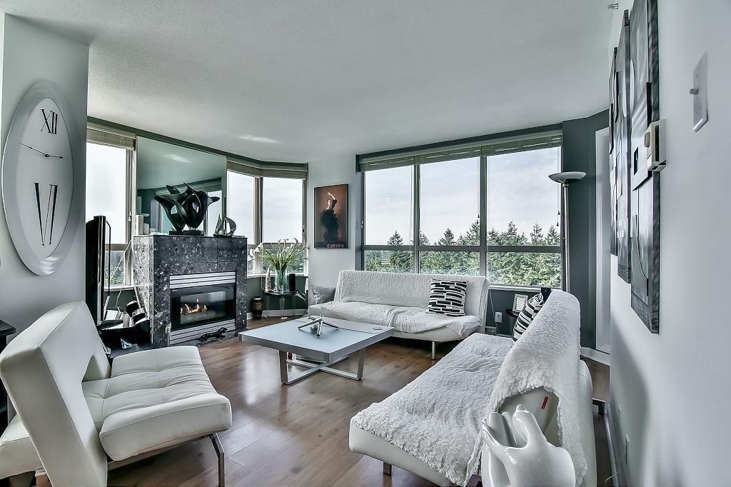 Condo Apartment at 2102 10082 148 STREET, Unit 2102, North Surrey, British Columbia. Image 7