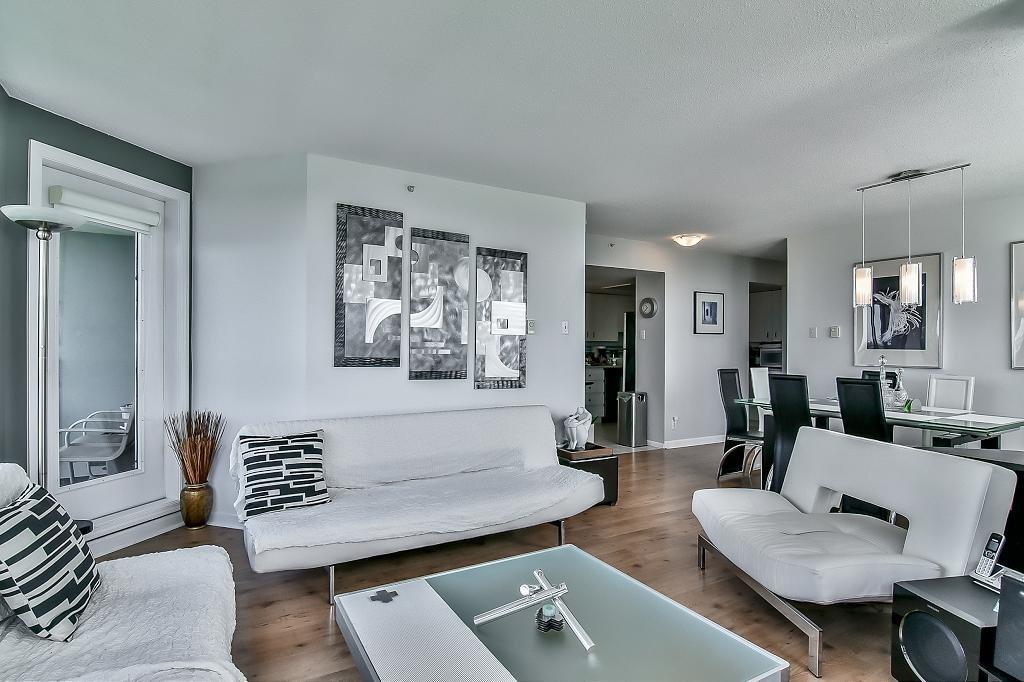 Condo Apartment at 2102 10082 148 STREET, Unit 2102, North Surrey, British Columbia. Image 8